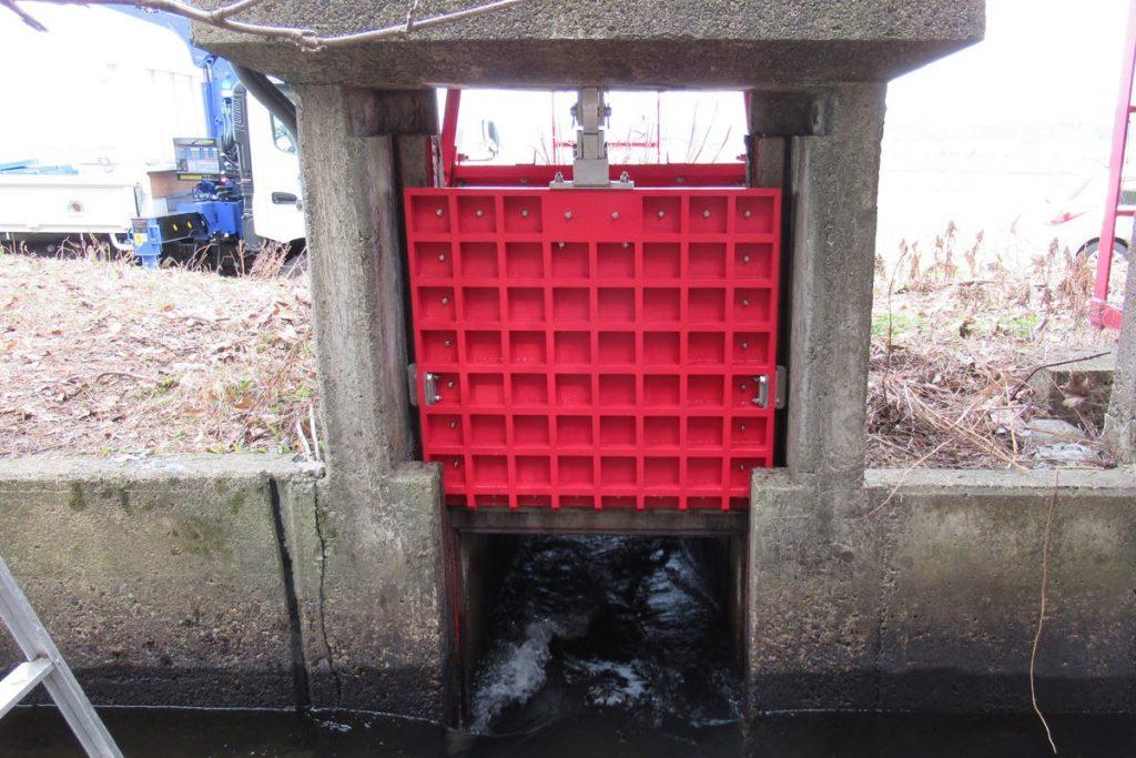 水門ゲートに「エバープルトン」を使用した事例 (2)