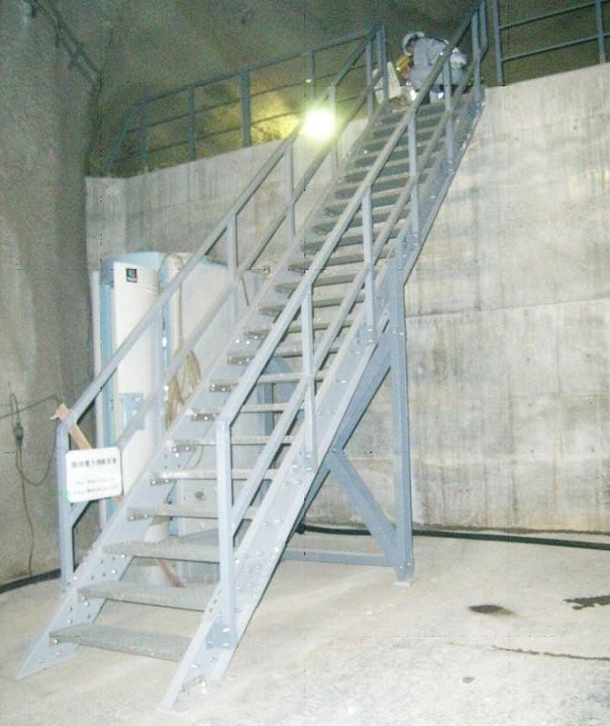 発電所水圧管路階段に「エバープルトン」を使用した事例 (2)