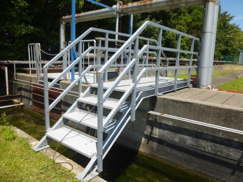 梯子・階段に「エバープルトン」を使用した事例 (3)